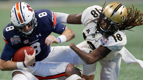 Central Florida linebacker Shaquem Griffin (18) sacks Auburn quarterback Jarrett Stidham (8) during the second half of the Peach Bowl NCAA college football game, Monday, Jan. 1, 2018, in Atlanta. (AP Photo/John Bazemore)