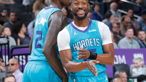 SACRAMENTO, CA - JANUARY 2:  Kemba Walker #15 of the Charlotte Hornets reacts to a play against the Sacramento Kings on January 2, 2018 at Golden 1 Center in Sacramento, California. NOTE TO USER: User expressly acknowledges and agrees that, by downloading and or using this Photograph, user is consenting to the terms and conditions of the Getty Images License Agreement. Mandatory Copyright Notice: Copyright 2018 NBAE (Photo by Rocky Widner/NBAE via Getty Images)