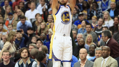 DALLAS, TX - JANUARY 03:  Stephen Curry #30 of the Golden State Warriors takes a shot against the Dallas Mavericks at American Airlines Center on January 3, 2018 in Dallas, Texas.  NOTE TO USER: User expressly acknowledges and agrees that, by downloading and or using this photograph, User is consenting to the terms and conditions of the Getty Images License Agreement.  (Photo by Ronald Martinez/Getty Images)