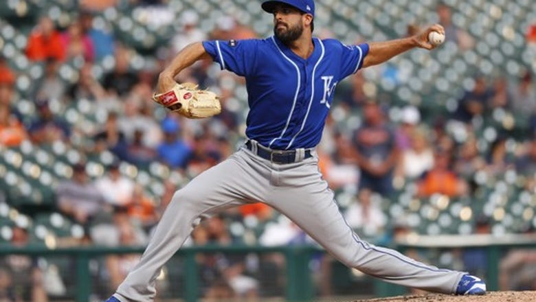 Dodgers get Alexander in 3-team trade with White Sox, Royals