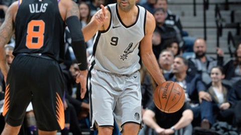 SAN ANTONIO, TX - JANUARY 5: Tony Parker #9 of the San Antonio Spurs handles the ball against the Phoenix Suns on January 5, 2018 at the AT&T Center in San Antonio, Texas. NOTE TO USER: User expressly acknowledges and agrees that, by downloading and or using this photograph, user is consenting to the terms and conditions of the Getty Images License Agreement. Mandatory Copyright Notice: Copyright 2018 NBAE (Photos by Mark Sobhani/NBAE via Getty Images)