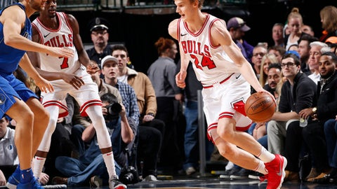 DALLAS, TX - JANUARY 5:  Lauri Markkanen #24 of the Chicago Bulls handles the ball against the Dallas Mavericks  on January 5, 2018 at the American Airlines Center in Dallas, Texas. NOTE TO USER: User expressly acknowledges and agrees that, by downloading and or using this photograph, User is consenting to the terms and conditions of the Getty Images License Agreement. Mandatory Copyright Notice: Copyright 2018 NBAE (Photo by Glenn James/NBAE via Getty Images)