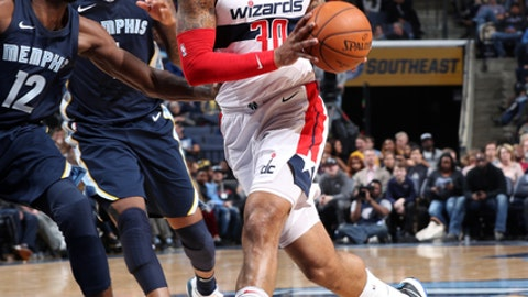 MEMPHIS, TN - JANUARY 5:  Mike Scott #30 of the Washington Wizards drives to the basket against the Memphis Grizzlies on January 5, 2018 at FedExForum in Memphis, Tennessee. NOTE TO USER: User expressly acknowledges and agrees that, by downloading and or using this photograph, User is consenting to the terms and conditions of the Getty Images License Agreement. Mandatory Copyright Notice: Copyright 2018 NBAE (Photo by Joe Murphy/NBAE via Getty Images)