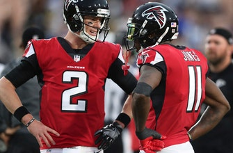 Falcons' Jones ignores aches and pains to stay on the field