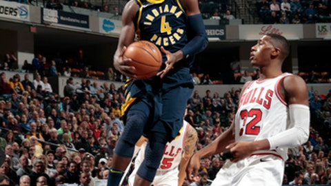 INDIANAPOLIS, IN - JANUARY 6:  Victor Oladipo #4 of the Indiana Pacers goes to the basket against the Chicago Bulls on January 6, 2018 at Bankers Life Fieldhouse in Indianapolis, Indiana. NOTE TO USER: User expressly acknowledges and agrees that, by downloading and or using this Photograph, user is consenting to the terms and conditions of the Getty Images License Agreement. Mandatory Copyright Notice: Copyright 2018 NBAE (Photo by Ron Hoskins/NBAE via Getty Images)