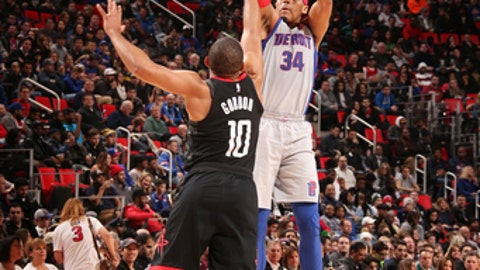 AUBURN HILLS, MI - JANUARY 6: Tobias Harris #34 of the Detroit Pistons shoots the ball during the game against the Houston Rockets on January 6, 2018 at Little Caesars Arena in Detroit, Michigan. NOTE TO USER: User expressly acknowledges and agrees that, by downloading and/or using this photograph, User is consenting to the terms and conditions of the Getty Images License Agreement. Mandatory Copyright Notice: Copyright 2018 NBAE (Photo by Brian Sevald/NBAE via Getty Images)