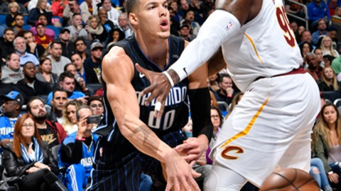 ORLANDO, FL - JANUARY 6:  Aaron Gordon #00 of the Orlando Magic passes the ball against Jae Crowder #99 of the Cleveland Cavaliers on January 6, 2018 at Amway Center in Orlando, Florida. NOTE TO USER: User expressly acknowledges and agrees that, by downloading and or using this photograph, User is consenting to the terms and conditions of the Getty Images License Agreement. Mandatory Copyright Notice: Copyright 2018 NBAE (Photo by Fernando Medina/NBAE via Getty Images)