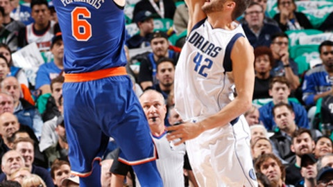 DALLAS, TX - JANUARY 7: Kristaps Porzingis #6 of the New York Knicks shoots the ball during the game against the Dallas Mavericks on January 7, 2018 at the American Airlines Center in Dallas, Texas. NOTE TO USER: User expressly acknowledges and agrees that, by downloading and or using this photograph, User is consenting to the terms and conditions of the Getty Images License Agreement. Mandatory Copyright Notice: Copyright 2018 NBAE (Photo by Glenn James/NBAE via Getty Images)
