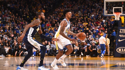 OAKLAND, CA - JANUARY 8:   Nick Young #6 of the Golden State Warriors handles the ball against the Denver Nuggets on January 8, 2018 at ORACLE Arena in Oakland, California. NOTE TO USER: User expressly acknowledges and agrees that, by downloading and or using this photograph, user is consenting to the terms and conditions of Getty Images License Agreement. Mandatory Copyright Notice: Copyright 2018 NBAE (Photo by Noah Graham/NBAE via Getty Images)