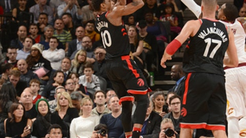 TORONTO, CANADA - JANUARY 11: DeMar DeRozan #10 of the Toronto Raptors shoots the ball against the Cleveland Cavaliers on January 11, 2018 at the Air Canada Centre in Toronto, Ontario, Canada.  NOTE TO USER: User expressly acknowledges and agrees that, by downloading and/or using this photograph, user is consenting to the terms and conditions of the Getty Images License Agreement. Mandatory Copyright Notice: Copyright 2018 NBAE (Photo by Ron Turenne/NBAE via Getty Images)