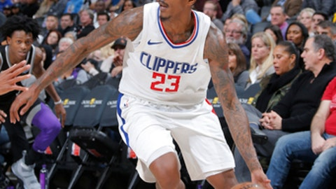 SACRAMENTO, CA - JANUARY 11: Lou Williams #23 of the LA Clippers handles the ball against the Sacramento Kings on January 11, 2018 at Golden 1 Center in Sacramento, California. NOTE TO USER: User expressly acknowledges and agrees that, by downloading and or using this Photograph, user is consenting to the terms and conditions of the Getty Images License Agreement. Mandatory Copyright Notice: Copyright 2018 NBAE (Photo by Rocky Widner/NBAE via Getty Images)