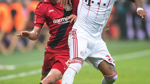 Leverkusen's Lars Bender, left, controls the ball with Bayern's Arturo Vidal, during the German Bundesliga soccer match between Bayer Leverkusen and Bayern Munich in the BayArena in Leverkusen, Germany, Friday Jan. 12, 2018. (Marius Becker/dpa via AP)