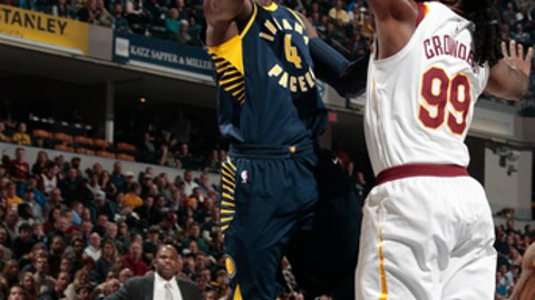 INDIANAPOLIS, IN - JANUARY 12: Victor Oladipo #4 of the Indiana Pacers shoots the ball against the Cleveland Cavaliers on January 12, 2018 at Bankers Life Fieldhouse in Indianapolis, Indiana. NOTE TO USER: User expressly acknowledges and agrees that, by downloading and or using this Photograph, user is consenting to the terms and conditions of the Getty Images License Agreement. Mandatory Copyright Notice: Copyright 2018 NBAE (Photo by Ron Hoskins/NBAE via Getty Images)