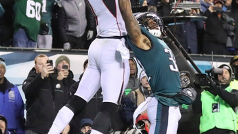Atlanta Falcons' Julio Jones can't make the catch on a fourth-down pass in the end zone from Matt Ryan as Philadelphia Eagles' Jalen Mills defends in the final minutes of an NFL football NFC divisional playoff game Saturday, Jan. 13, 2018, in Philadelphia. (Curtis Compton/Atlanta Journal-Constitution via AP)