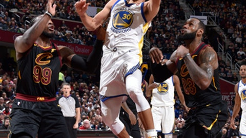 CLEVELAND, OH - JANUARY 15: Stephen Curry #30 of the Golden State Warriors goes to the basket against the Cleveland Cavaliers on January 15, 2018 at Quicken Loans Arena in Cleveland, Ohio.  NOTE TO USER: User expressly acknowledges and agrees that, by downloading and or using this Photograph, user is consenting to the terms and conditions of the Getty Images License Agreement. Mandatory Copyright Notice: Copyright 2018 NBAE (Photo by David Liam Kyle/NBAE via Getty Images)