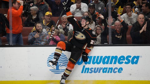 Anaheim Ducks' Ondrej Kase, of the Czech Republic, celebrates his goal against the Pittsburgh Penguins during the second period of an NHL hockey game Wednesday, Jan. 17, 2018, in Anaheim, Calif. (AP Photo/Jae C. Hong)