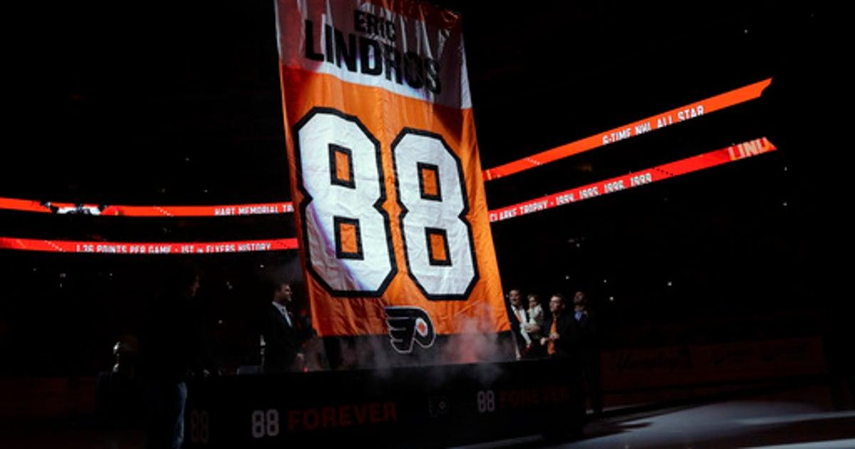brand new bbf41 e3ecb Flyers retire Hall of Fame center Eric Lindros' No. 88 | FOX ...