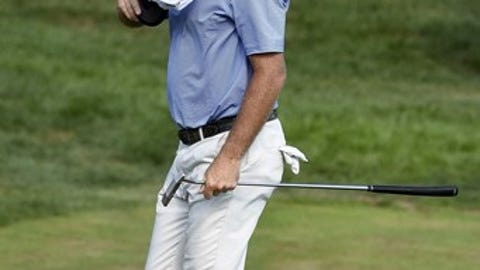 Jerry Kelly acknowledges the crowd on the 18th hole during the final round of the Travelers Championship golf tournament in Cromwell, Conn., Sunday, Aug. 7, 2016. (AP Photo/Fred Beckham)