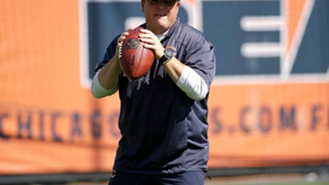 Chicago Bears offensive coordinator Dowell Loggains warms up before an NFL football game against the Pittsburgh Steelers, Sunday, Sept. 24, 2017, in Chicago. (AP Photo/Nam Y. Huh)