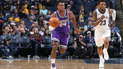 MEMPHIS, TN - JANUARY 19: Buddy Hield #24 of the Sacramento Kings handles the ball against the Memphis Grizzlies on January 19, 2018 at FedExForum in Memphis, Tennessee. NOTE TO USER: User expressly acknowledges and agrees that, by downloading and or using this photograph, User is consenting to the terms and conditions of the Getty Images License Agreement. Mandatory Copyright Notice: Copyright 2018 NBAE (Photo by Joe Murphy/NBAE via Getty Images)