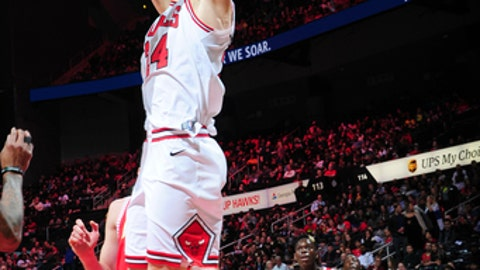 ATLANTA, GA - JANUARY 20:  Lauri Markkanen #24 of the Chicago Bulls dunks against the Atlanta Hawks on January 20, 2018 at Philips Arena in Atlanta, Georgia.  NOTE TO USER: User expressly acknowledges and agrees that, by downloading and/or using this Photograph, user is consenting to the terms and conditions of the Getty Images License Agreement. Mandatory Copyright Notice: Copyright 2018 NBAE (Photo by Scott Cunningham/NBAE via Getty Images)