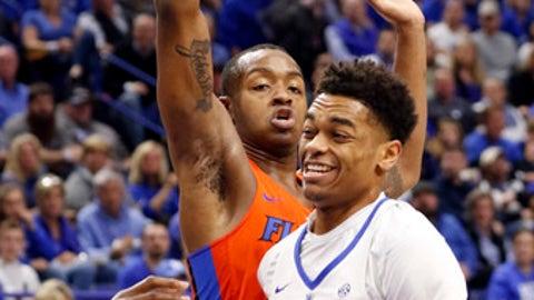 Kentucky's Pj Washington (25) drives past Florida's Keith Stone during the first half of an NCAA college basketball game, Saturday, Jan. 20, 2018, in Lexington, Ky. (AP Photo/James Crisp)