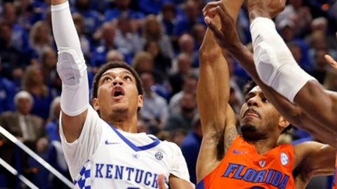 Kentucky's Quade Green (0) shoots while defended by Florida's Jalen Hudson (3) during the second half of an NCAA college basketball game Saturday, Jan. 20, 2018, in Lexington, Ky. Florida won 66-64. (AP Photo/James Crisp)