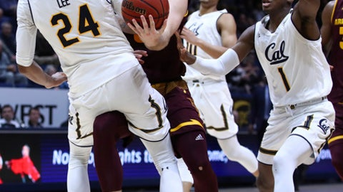 California's Marcus Lee (24) and Darius McNeill, right, defend against Arizona State's Mickey Mitchell, center, during the second half of an NCAA college basketball game Saturday, Jan. 20, 2018, in Berkeley, Calif. (AP Photo/Ben Margot)