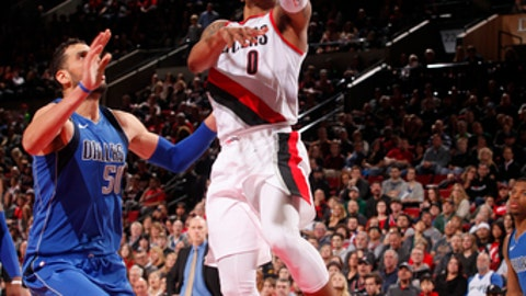 PORTLAND, OR - JANUARY 20:  Damian Lillard #0 of the Portland Trail Blazers drives to the basket against the Dallas Mavericks on January 20, 2018 at the Moda Center in Portland, Oregon. NOTE TO USER: User expressly acknowledges and agrees that, by downloading and or using this Photograph, user is consenting to the terms and conditions of the Getty Images License Agreement. Mandatory Copyright Notice: Copyright 2018 NBAE (Photo by Cameron Browne/NBAE via Getty Images)