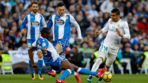Real Madrid's Casemiro, right, vies for the ball with Deportivo Coruna's Aldo during a Spanish La Liga soccer match between Real Madrid and Deportivo Coruna at the Santiago Bernabeu stadium in Madrid, Sunday, Jan. 21, 2018. (AP Photo/Francisco Seco)