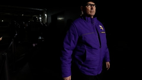 Minnesota Vikings head coach Mike Zimmer takes the field before the NFL football NFC championship game against the Philadelphia Eagles Sunday, Jan. 21, 2018, in Philadelphia. (AP Photo/Matt Slocum)