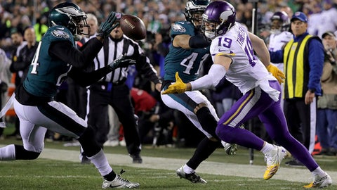 Philadelphia Eagles' Corey Graham, left, intercepts a pass intended for Minnesota Vikings' Adam Thielen, right, during the fourth quarter of the NFC championship NFL football game Sunday, Jan. 21, 2018, in Philadelphia. (David Maialetti/The Philadelphia Inquirer via AP)