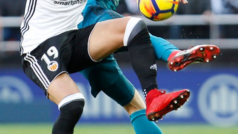 Real Madrid's Nacho, left, vies for the ball with Valencia's Rodrigo Moreno during the Spanish La Liga soccer match between Valencia and Real Madrid at the Mestalla stadium in Valencia, Spain, Saturday, Jan. 27, 2018. (AP Photo/Alberto Saiz)