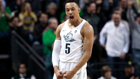 Oregon's Elijah Brown celebrates as the team extends a lead over Oregon State during the second half of an NCAA college basketball game Saturday, Jan. 27, 2018, in Eugene, Ore. (AP Photo/Chris Pietsch)