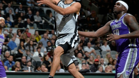 SAN ANTONIO, TX - JANUARY 28: Tony Parker #9 of the San Antonio Spurs shoots the ball against the Sacramento Kings on January 28, 2018 at the AT&T Center in San Antonio, Texas. NOTE TO USER: User expressly acknowledges and agrees that, by downloading and or using this photograph, user is consenting to the terms and conditions of the Getty Images License Agreement. Mandatory Copyright Notice: Copyright 2018 NBAE (Photos by Mark Sobhani/NBAE via Getty Images)