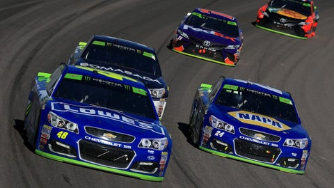 KANSAS CITY, KS - OCTOBER 22:  Jimmie Johnson, driver of the #48 Lowe's Chevrolet, leads Jamie McMurray, driver of the #1 Cessna Chevrolet, Chase Elliott, driver of the #24 NAPA Chevrolet, Denny Hamlin, driver of the #11 FedEx Express Toyota, and Martin Truex Jr., driver of the #78 Bass Pro Shops/Tracker Boats Toyota, during the Monster Energy NASCAR Cup Series Hollywood Casino 400 at Kansas Speedway on October 22, 2017 in Kansas City, Kansas.  (Photo by Chris Trotman/Getty Images)