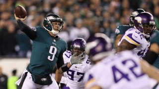 Nick Foles soars to NFC Championship with 2 remarkable TDs