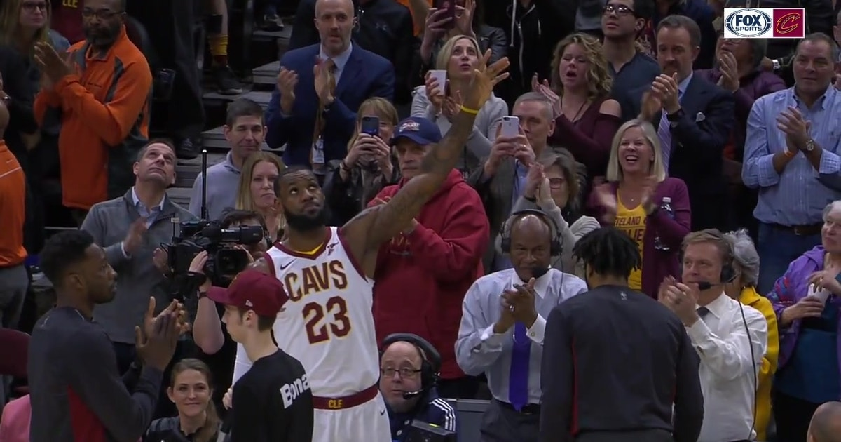 f367610dd75d LeBron James gets standing ovation from Cavs fans for 30K milestone ...