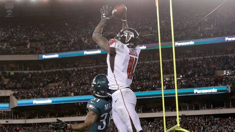 Atlanta Falcons' Julio Jones (11) cannot catch a pass against Philadelphia Eagles' Jalen Mills (31) during the second half of an NFL divisional playoff football game, Saturday, Jan. 13, 2018, in Philadelphia. (AP Photo/Matt Rourke)