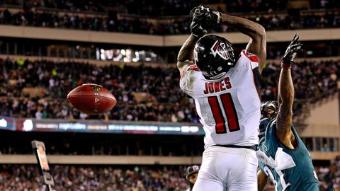 Jan 13, 2018; Philadelphia, PA, USA; Atlanta Falcons wide receiver Julio Jones (11) misses a pass in the end zone during the fourth quarter against Philadelphia Eagles cornerback Jalen Mills (31) in the NFC Divisional playoff game at Lincoln Financial Field. Mandatory Credit: Brad Penner-USA TODAY Sports