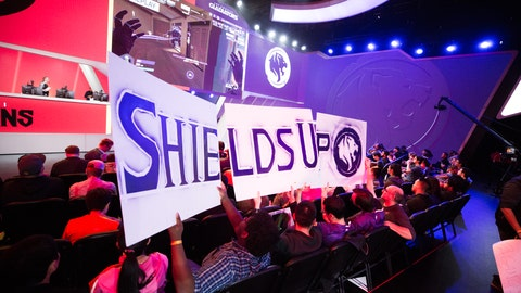 LA_Gladiators_fans_cheer_for_their_team