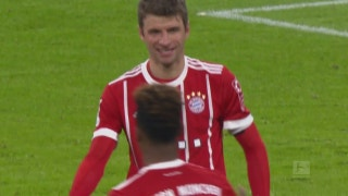 Thomas Muller scores his 100th Bundesliga goal | 2017-18 Bundesliga Highlights