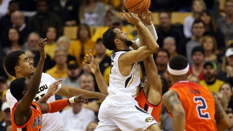 Auburn runs away from Missouri late, takes over sole possession of SEC