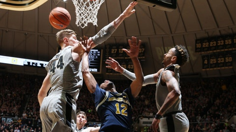 MI falls at Purdue, MSU hosts Wisconsin