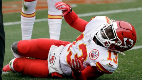 Chiefs adjust roster in wake of Thomas, Hunt injuries