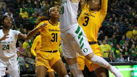 Oregon's Sabrina Ionescu drives against California's Mikayla Cowling (3) and Kristine Anigwe (31) NCAA college basketball game in Eugene, Ore., Friday, Feb. 2, 2018. Ionescu scored 28 points as Oregon won 91-54. (Brian Davies/The Register-Guard via AP)