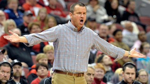Louisville coach Jeff Walz argues a call during the first half of the team's NCAA college basketball game against Clemson, Wednesday, Feb. 7, 2018, in Louisville, Ky. (AP Photo/Timothy D. Easley)