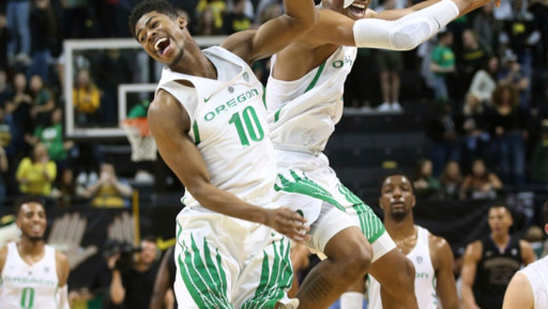 Brown scores 21, Oregon stifles Washington 65-40