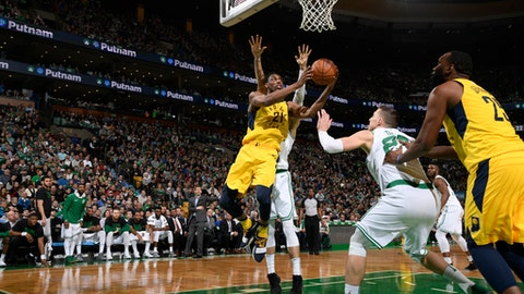 BOSTON, MA - FEBRUARY 9:  Thaddeus Young #21 of the Indiana Pacers shoots a lay up against the Boston Celtics on February 9, 2018 at the TD Garden in Boston, Massachusetts.  (Photo by Brian Babineau/NBAE via Getty Images)