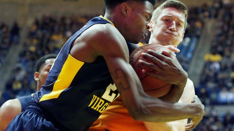 West Virginia forward Wesley Harris, left, and Oklahoma State forward Mitchell Solomon (41) fight for control of a loose ball during the first half of an NCAA college basketball game Saturday, Feb. 10, 2018, in Morgantown, W.Va. (AP Photo/Raymond Thompson)